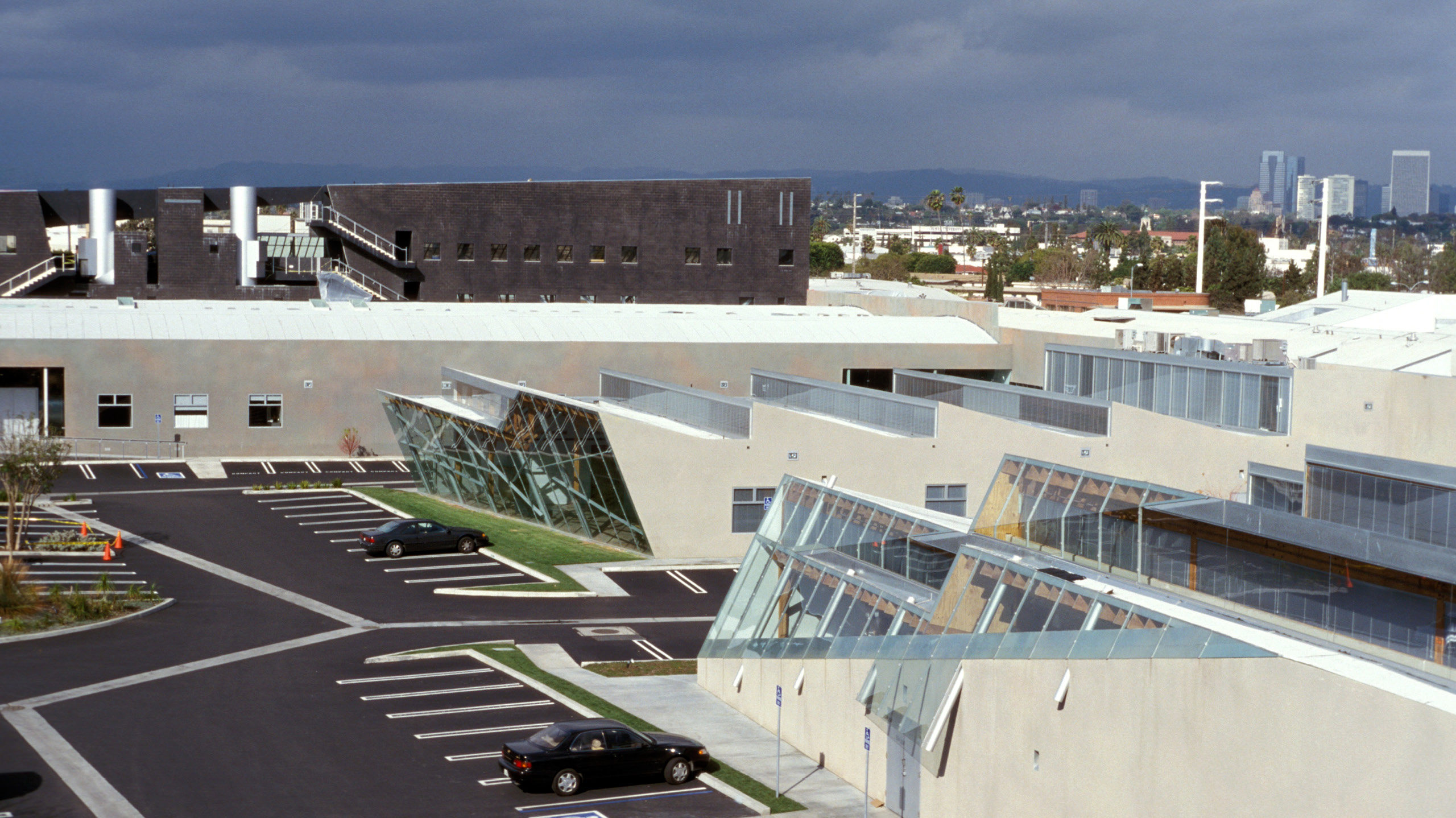 Front Elevation Building Plan : Slash and backslash eric owen moss architects